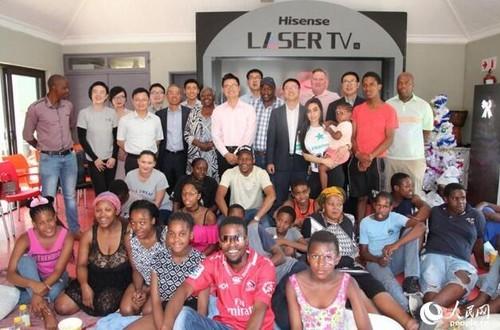 海信圣诞回馈南非,激光影院点亮孤儿院