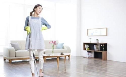 智能高科技清洁地板,扫地机器人好用吗