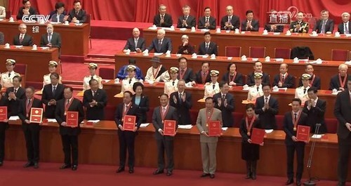 """解决了中国""""电子工业粮食"""",他入选了国家40年100人表彰"""