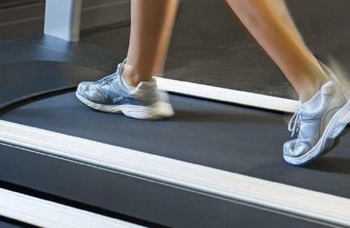 锻炼身体跑步机什么牌子好,伊尚跑步机E5全面助力健康生活