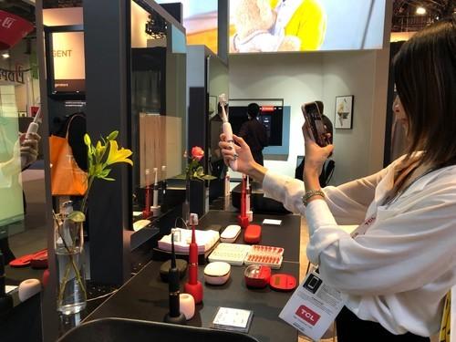 仙女三件套——XESS声波电动牙刷、美妆镜、美容仪首次亮相2019 CES展
