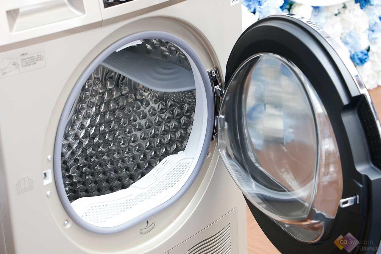 """看完网友这些对""""梅雨季节""""的吐槽,你就可以知道为什么干衣机那么有必要了"""