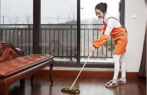 高效帮助人们解决地板清洁工作,蒸汽拖把好用吗?
