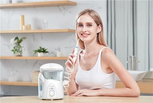 口腔保健怎么做?看洁碧冲牙器和它表现如何!