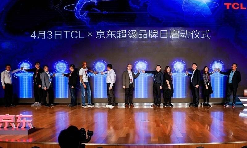 马布里现身京东集团总部,助力TCL新品发布