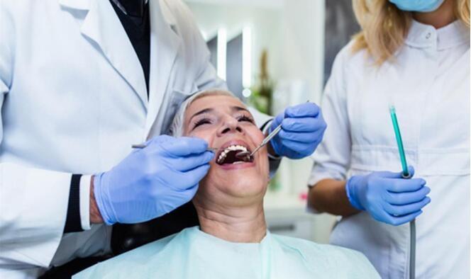 洁碧冲牙器和心诺谁更好用  揭秘水牙线的工作原理