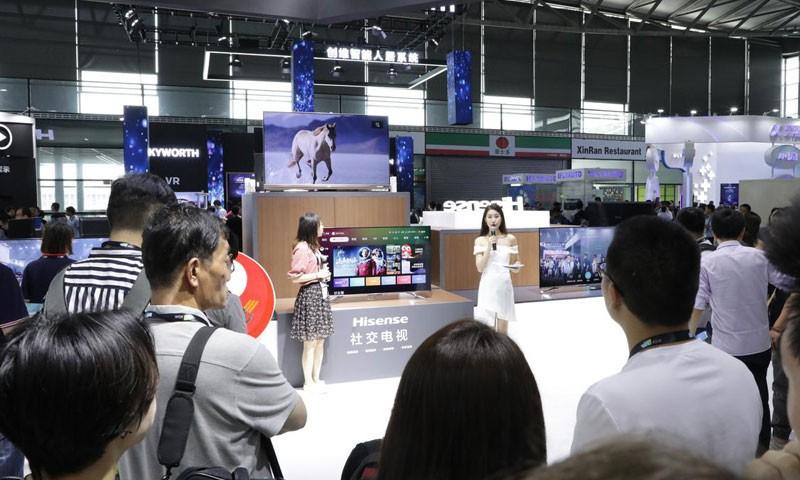带摄像头的电视!能发朋友圈的海信社交电视S7亮相CESA