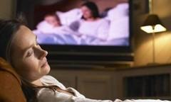 外媒:开灯或开电视机睡觉,或许会增加肥胖风险!