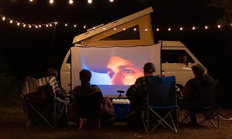 创意酷品:露营必备!1080p全高清微型投影仪了解一下