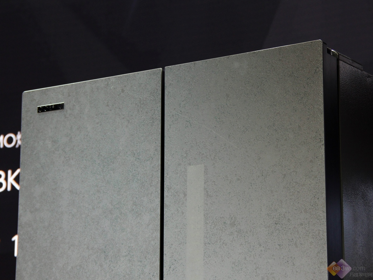 COLMO熔幔岩系列冰箱IFA首发真机图赏:首创熔幔岩面板