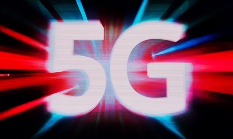 科技早闻:三大运营商公布5G套餐,不开5G套餐网速将限速在300Mbps内