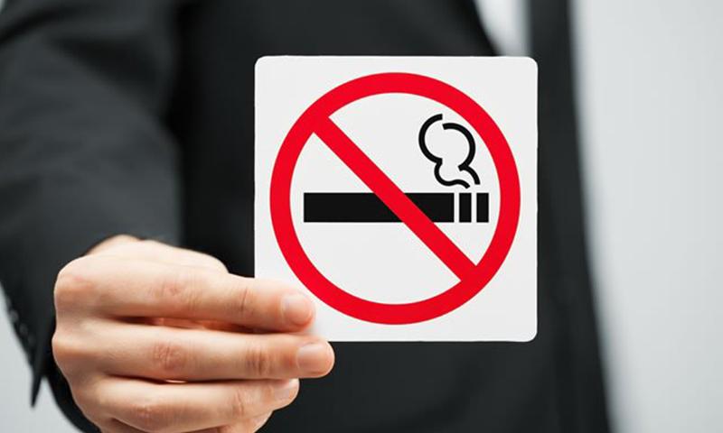 """30年烟龄吸出""""黑肺"""",你还在吸烟吗?"""