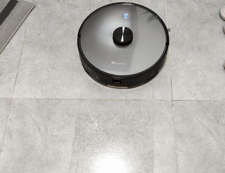 扫地机器人怎么用?看看李湘直播间推荐的浦桑尼克扫地机