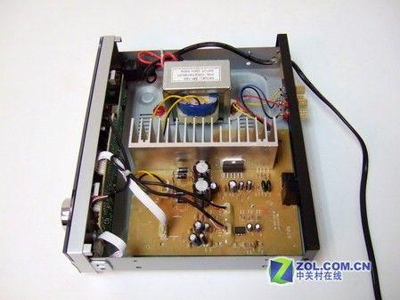 前级采用了utc4558,功放ic采用st公司的tda7265,为了克服芯片的散热