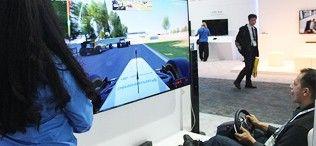 舒马赫有它不滑雪 松下4K电视玩爽F1