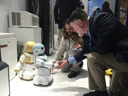 海尔智能机器人Ubot首亮相