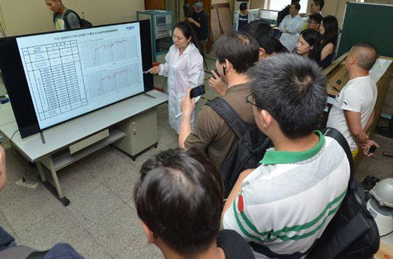 声学实验室工程师讲解测试结果